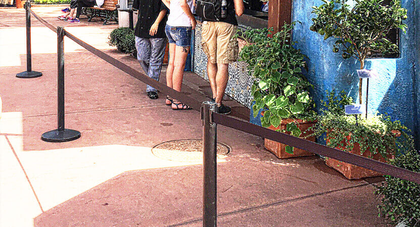 retractable belt stanchion used in a crowd